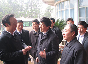 April 4, 2009 Party Secretary Fan Yanqing in Dongfeng Agricultural Machinery Research 017