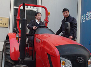 March 5, 2011 Secretary, Ministry of Agriculture, Mechanization Kam Yiu were driving a tractor Dongfeng